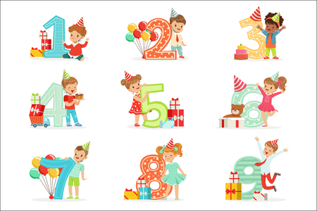 Little Children Birthday Celebration Set With Adorable Kids Standing Next To The Growing Digits Of Their Age Çizim