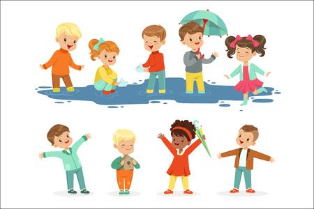 Lindos niños sonrientes jugando en charcos, para diseño de etiquetas. Los niños se divierten al aire libre con ropa colorida. Dibujos animados detallados ilustraciones coloridas aisladas sobre fondo blanco