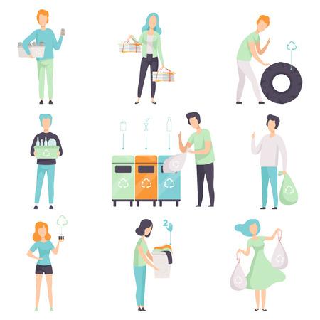 Persone che raccolgono, smistano i rifiuti per il riciclaggio insieme, giovani uomini e donne che raccolgono plastica, vetro, gomma, carta, rifiuti organici per proteggere l'ambiente vettoriale illustrazioni isolate su sfondo bianco.