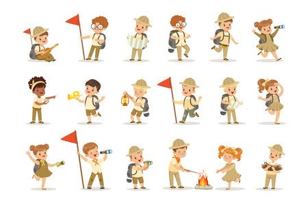 Set di ragazze e ragazzi in costumi scout kaki. Scout in azione. Bambini allegri che esplorano la mappa, prendono legna per il fuoco e cucinano salsicce. Campo estivo per bambini. Illustrazione vettoriale isolato Vettoriali