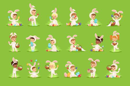 Feliz Pascua con niños lindos en trajes de conejito con huevos de colores en la canasta. Personaje plano de dibujos animados de bebé. Elementos de diseño para tarjetas de felicitación, carteles, invitaciones, proyectos infantiles, camisetas. Vector