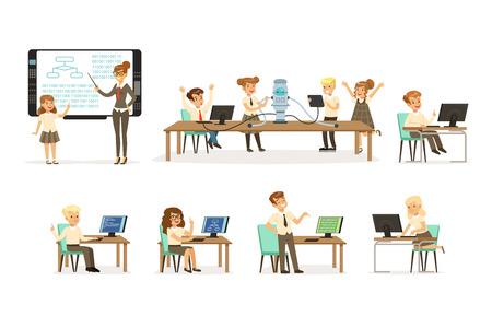 Scolari al set di lezioni di informatica e programmazione, insegnante che dà lezione in aula, bambini che lavorano al computer, apprendimento della robotica e programmazione vettoriale illustrazioni su sfondo bianco