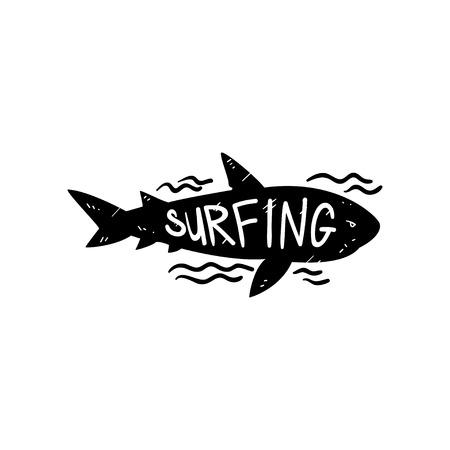 Surfen, handgezeichnetes Gestaltungselement mit wildem Hai kann für Surfclub, Geschäft, Kleidungsdruck, Emblem, Abzeichen, Etikett, Flyer, Plakatvektorillustration verwendet werden