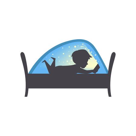 Chico lindo leyendo un libro por la noche, niño leyendo un libro en la cama debajo de una manta vector ilustración aislada sobre fondo blanco.