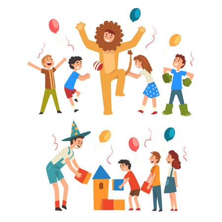 Heureux garçons et filles s'amusant avec l'animateur à l'anniversaire, animateurs en costumes de fête drôles jouant et jouant avec des enfants Illustration vectorielle