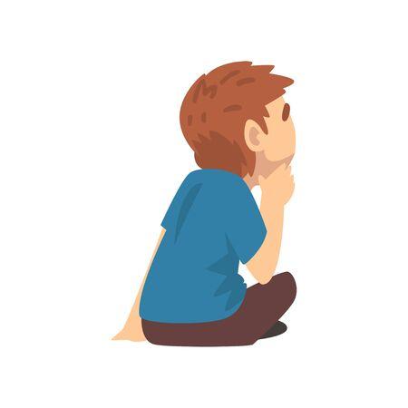 Netter Junge im blauen T-Shirt, der auf dem Boden sitzt und sorgfältig zuhört, kleine Vorschulkindcharakter-Vektorillustration auf weißem Hintergrund