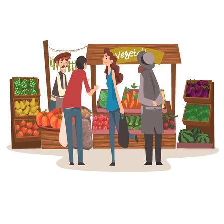 Mercado de agricultores locales de verduras con productos orgánicos naturales frescos en el mostrador, tienda de la calle con vendedor masculino y clientes ilustración vectorial sobre fondo blanco.