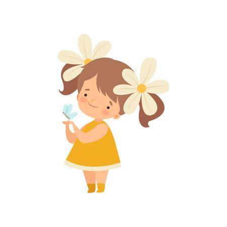 Schönes kleines Mädchen mit Kamillenblüten im Haar, das mit Schmetterlings-Karikatur-Vektor-Illustration auf weißem Hintergrund spielt.