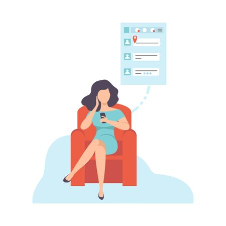 Mujer joven sentada en el sofá y charlando con teléfono inteligente, chica comunicándose a través de Internet con dispositivo móvil, ilustración vectorial de redes sociales sobre fondo blanco.