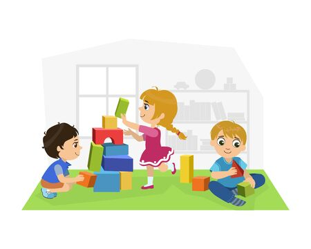 Ragazzi e ragazze carini seduti sul pavimento e giocando con i blocchi nella stanza dei giochi, illustrazione vettoriale di attività dell'asilo per bambini Vettoriali