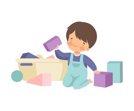 Leuke jongen zittend op de vloer en zijn speelgoed opruimen, Kid huishoudelijk werk doen thuis vectorillustratie op witte achtergrond. Vector Illustratie