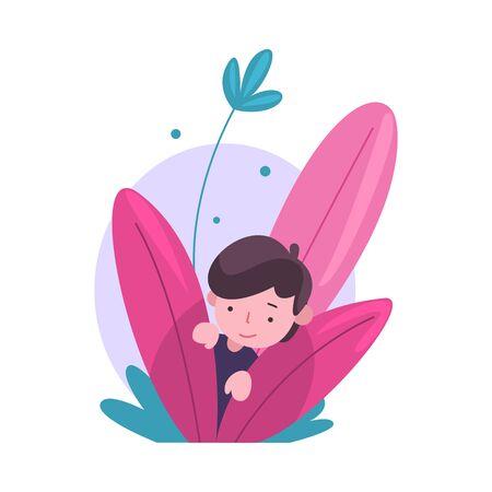Netter kleiner Junge, der sich in Büschen versteckt, entzückendes Kind, das aus buntem dichtem Gras-Vektor-Illustration auf weißem Hintergrund heraus späht.