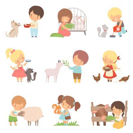 Mignons petits garçons et filles nourrissant des animaux, adorables enfants s'occupant d'animaux sauvages et domestiques Cartoon Vector Illustration sur fond blanc. Vecteurs