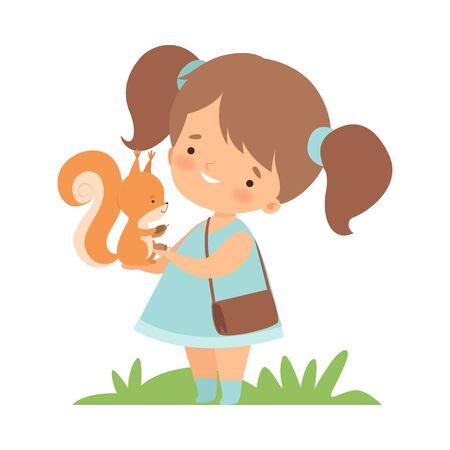 Cute Little Girl alimentando a la ardilla, Adorable Kid cuidando la ilustración de Vector de dibujos animados de animales sobre fondo blanco.