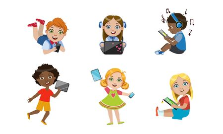 Kids with Gadgets Set, Cute Smiling Boys and Girls Characters Using Tablet, Smartphone, Laptop, Media Player Vector Illustration Stock Illustratie
