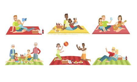 Happy Families Having Picnic In Park Set, People Sitting On Plaids, Eating and Relaxing, Cheerful Family Couples and Kids Spending Time Together Vector Illustration Archivio Fotografico - 129699163