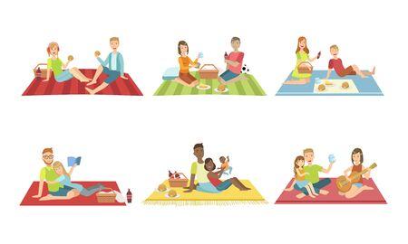Glückliche Familien, die Picknick im Park-Set haben, Leute, die auf Plaids sitzen, essen und sich entspannen, Paare und Kinder, die Zeit zusammen verbringen Vector Illustration
