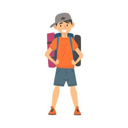 Ragazzo carino in piedi con lo zaino, bambino che viaggia in vacanza illustrazione vettoriale su sfondo bianco. Vettoriali