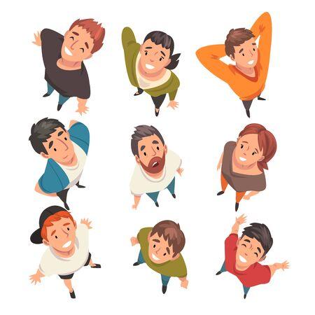 Caratteri di persone sorridenti che cercano insieme, vista dall'alto illustrazione vettoriale su sfondo bianco. Vettoriali