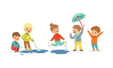 Sourire de petits enfants sautant et naviguant sur des bateaux jouets Vector Illustration
