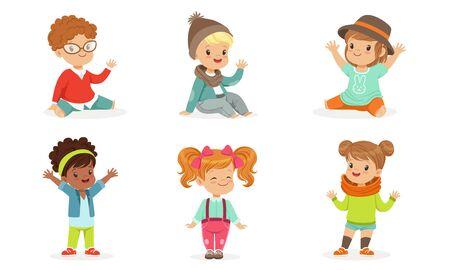 Ensemble de jolis tout-petits en vêtements colorés en mouvement Vector Illustration Set Cartoon Character Vecteurs