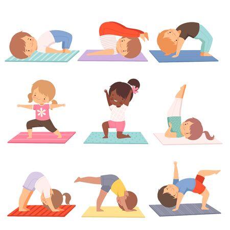 Bambini svegli che praticano la raccolta di esercizi di yoga, illustrazione di vettore di stile di vita sano attivo su fondo bianco.