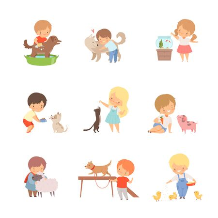 Petits enfants prenant soin des animaux domestiques et jouant avec eux Vector Set