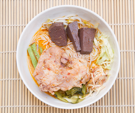 entrails: Rice vermicelli with entrails and thigh chicken