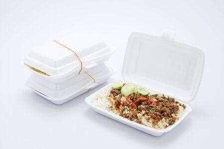 """santa cena: Cerdo frito con albahaca santa, comida tailandesa """"Ka Pao MOO"""" Foto de archivo"""