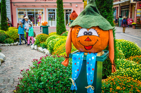 one of a kind: Germany, the city of Lahr, October 28th, 2015 Making Halloween town center of Lahr in Germany ves?llymi pumpkins