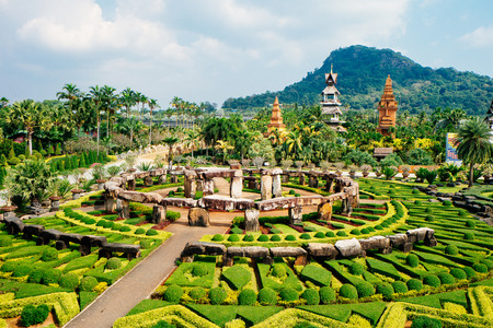 Nong Nooch Tropical Botanical Garden is a 500-acre botanical garden and tourist attraction at kilometer 163 on Sukhumvit Road in Chonburi Province, Thailand. Фото со стока - 80480371