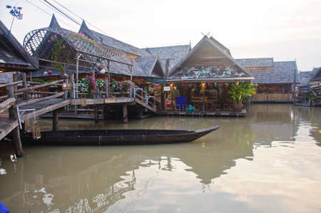 rowboat was under the wood bridge at the See Pak floating market, Cholburi, Thailand Stock Photo - 13811277