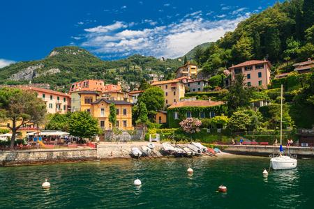 Vista della città di Varenna sul lago di Como Italia