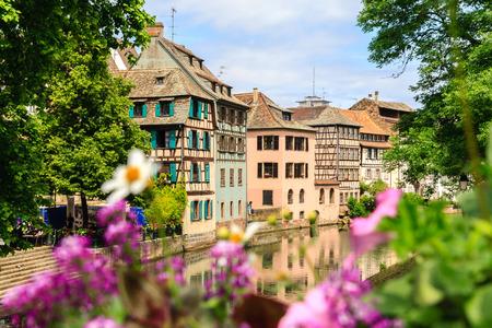 Straßburg, Wasserkanal in Petite France. Standard-Bild - 29877229
