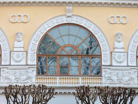 Russian palace: San Petersburgo, Rusia - el 29 DE MARZO DE, 2016: rom�ntica residencia Pavlovsk Palacio Imperial Ruso en Pavlovsk, los suburbios de San Petersburgo.