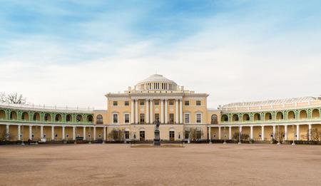 palacio ruso: San Petersburgo, Rusia - el 29 DE MARZO DE, 2016: romántica residencia Pavlovsk Palacio Imperial Ruso en Pavlovsk, los suburbios de San Petersburgo.