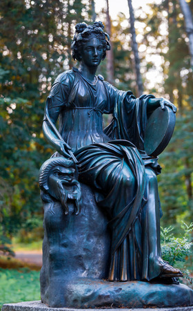 PAVLOVSK, ST PETERSBURG, RUSSIA - AUGUST 28, 2018: Statue of a woman in Pavlovsk park, suburb of St. Petersburg. Redakční