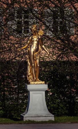Schwetzingen, Germany - APRIL 19, 2019: Statue of a godness in Schwetzingen park, Germany Banque d'images - 132493726