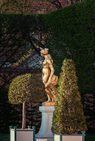 Schwetzingen, Germany - APRIL 19, 2019: Statue of a godness in Schwetzingen park, Germany Banque d'images - 132493716