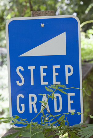 Blue steep grade sign with white letters
