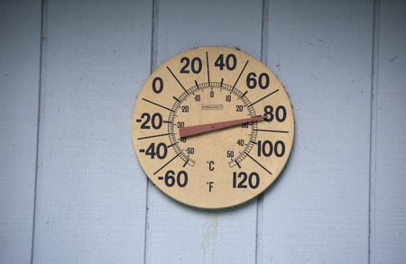 Outdoor temperature guage reading more than 80 degrees Banco de Imagens