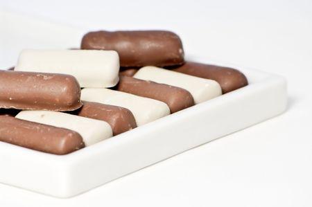 bonbon chocolat: Bonbons au chocolat blanc et brun