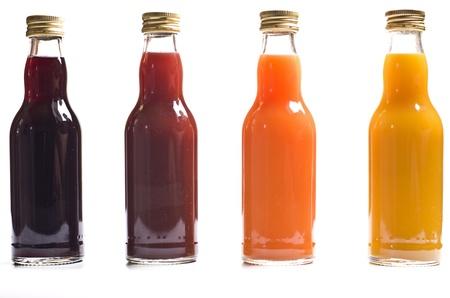 jugo de frutas: Cuatro botellas de jugo de fruta