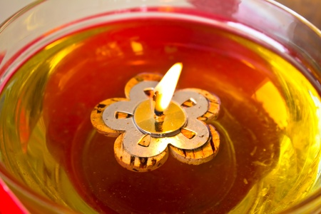 Oil candles burning in a Buddhist temple in Thailand Standard-Bild