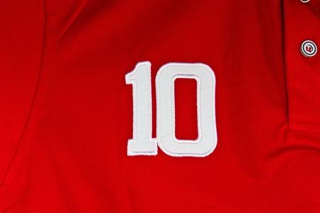 numero diez: N�mero diez en camisa roja Foto de archivo
