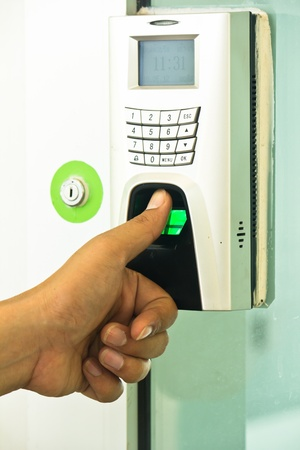 electronic key lock the door