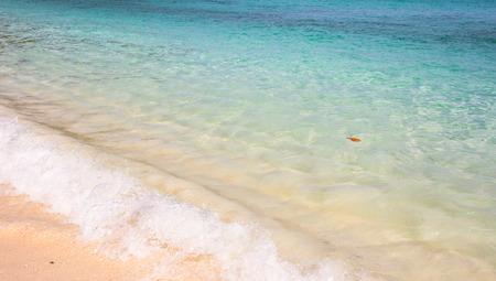 areia da praia e mar tropical
