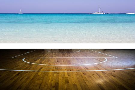 terrain de basket: Terrain de basket avec vue sur la mer