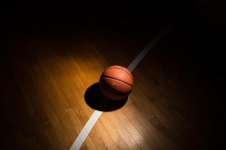 조명 효과와 법원에 농구