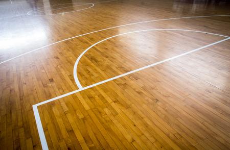 Holzfußboden Basketballplatz